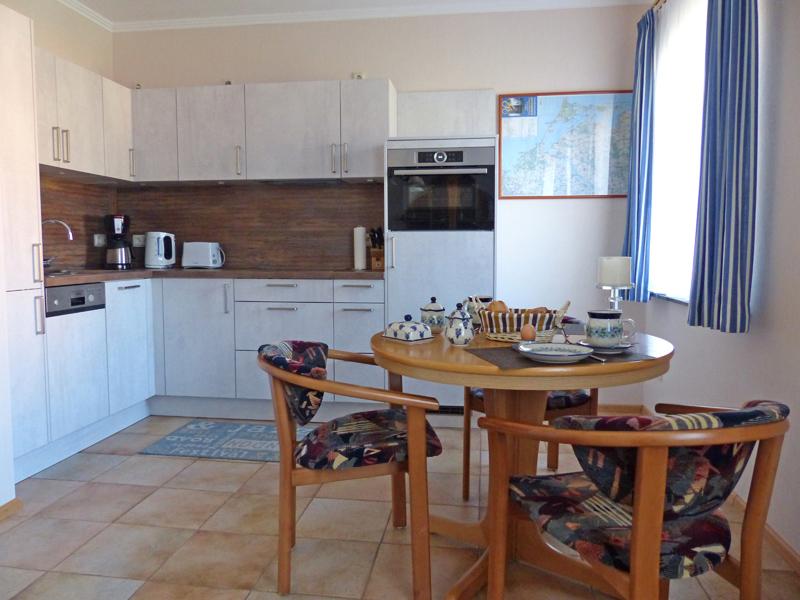 FH Küchen-Essbereich